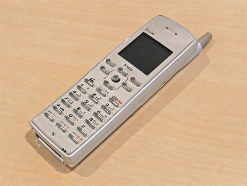 最初のiモード端末「F501i」