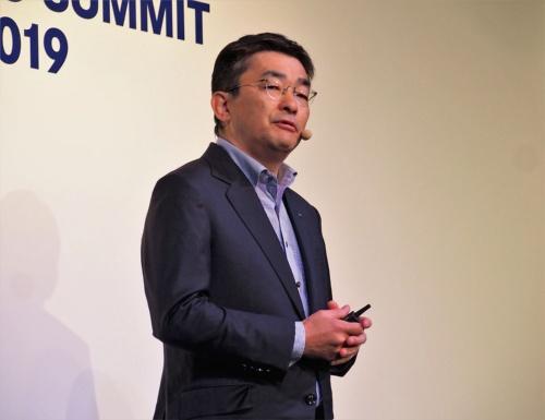 KDDIは初となる大規模な法人向けイベント「KDDI 5G SUMMIT」を2019年6月27日に実施。代表取締役社長の高橋誠氏が基調講演に登壇するなど、5G時代を見据え法人ビジネスを積極的に開拓する様子を見せている。写真は同イベントより(筆者撮影)