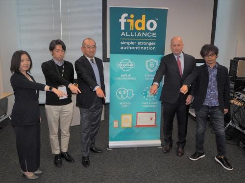 オンラインサービスへの生体認証活用に向けた技術の標準化を進めるFIDO Alliance。米グーグルや米アマゾン・ドット・コムなどIT大手のほか、国内でもヤフーやLINEなど多くのIT関連主要企業が参加している。写真は2019年12月5日のFIDO Alliance記者発表会より