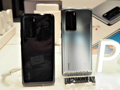 中国の華為技術(ファーウェイ)は日本市場に向け、カメラに注力したフラッグシップモデル「HUAWEI P40 Pro 5G」などスマートフォン3機種の投入を発表した。写真は2020年6月2日の製品体験会より