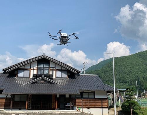 KDDIと長野県伊那市らが提供する「ゆうあいマーケット」。中山間部の住民に向け、注文した商品をドローンで配送する