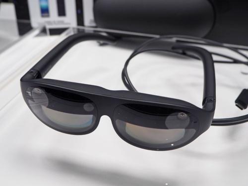 KDDIが2020年12月1日からの販売を予定している「NrealLight」。写真は2020年11月10日に実施された「スマートグラスの一般発売に関する説明会」の体験イベントより(筆者撮影)