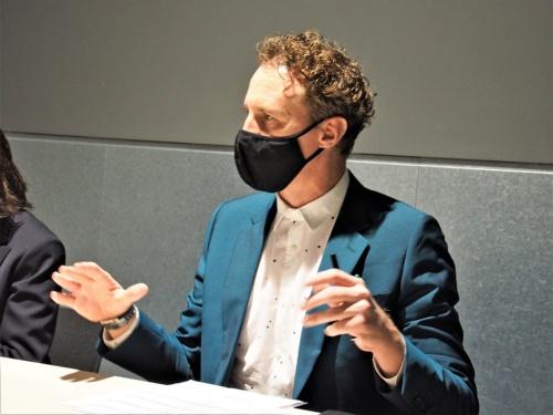 2020年11月19日に実施されたAudibleの戦略発表会後に実施されたラウンドテーブルで、質問に答えるマシュー・ゲイン氏(筆者撮影)