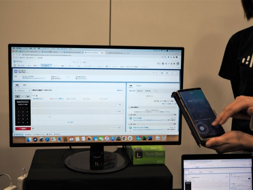 NTT DOCOMO VENTURES DAY 2021に出展していたRevCommの「MiiTel」というサービス。IP電話を活用して発話内容を記録してAIで分析し、内容を細かな部分まで可視化することで応対品質を向上させるソリューションであるという。写真は2021年3月9日の同イベントより(筆者撮影)