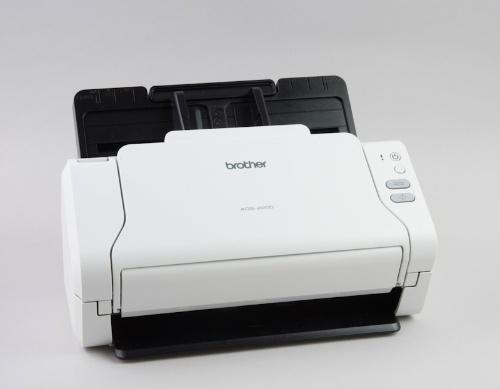 ADS-2200はコンパクトなサイズが魅力のモデルだ