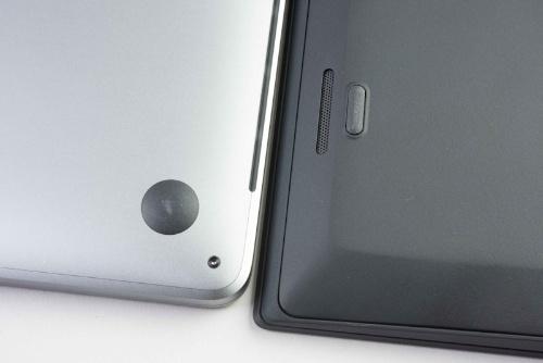 底面の隙間をThinkPad X1 Carbonと比べてみると違いが明らか