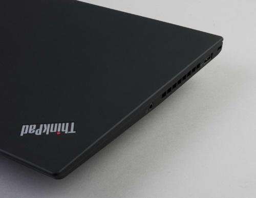 ThinkPad X1 Carbonは、微妙に液晶パネル側を大きくしている