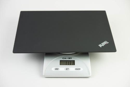 ThinkPad X1 Carbonは1.1キロ台。持ち出して使うには、この程度の重量が現実的だろう