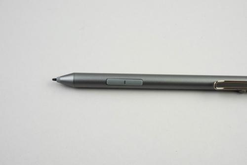 ペン先は従来同様に細いタイプで、ボタンも2つ付いている