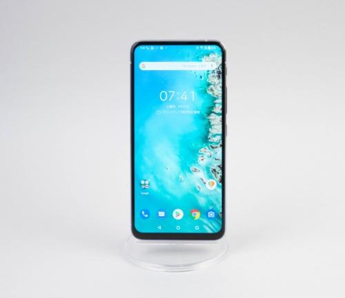 ZenFone 6は大画面の上位モデルだ