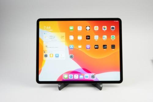 12.9インチiPad Proは11万1800円からのハイエンドモデル。サイズも大きい
