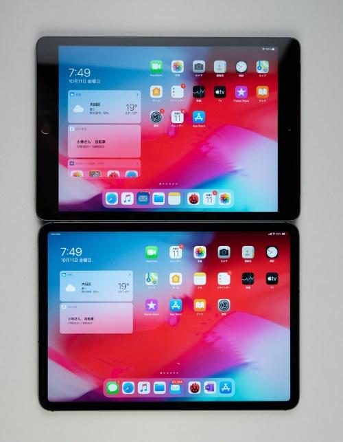 上は10.2インチiPadで、下は11インチiPad Pro。本体と画面サイズの比率が大きく違う