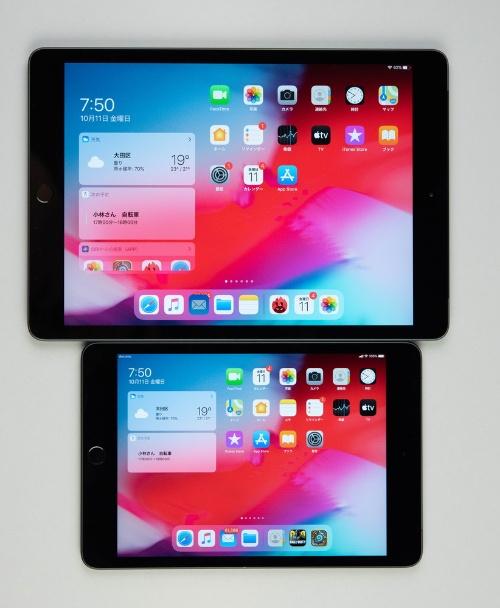 上は10.2インチiPad、下はiPad mini。こちらは本体サイズが大違い