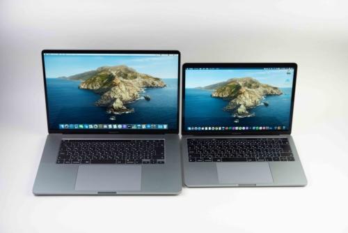 右は13インチMacBook Pro。大きさの差がかなりある