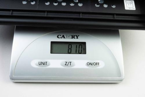 バッテリーを外した本体重量は810グラムだった