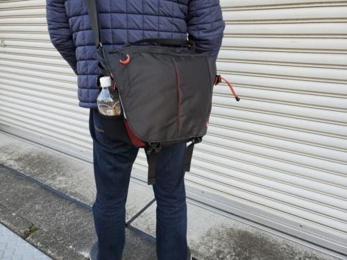 メッセンジャーバッグは斜め掛けで使うのが基本