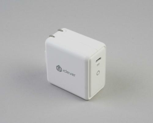IC-WD11は、コンパクトなサイズで出力が61Wの充電器だ