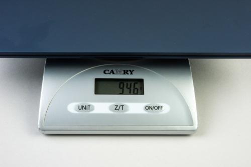 カタログモデルの最上位モデルは、キッチンスケールによる測定で946グラムだった。カタログ値は約955グラムだ