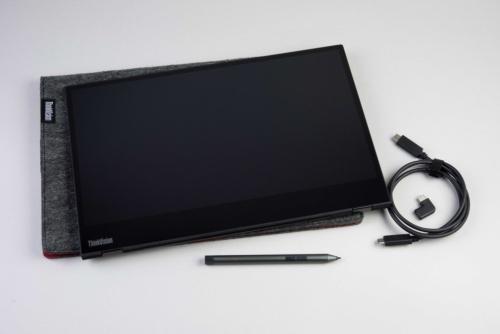ケーブルとL字アダプター、専用のペンが付属する