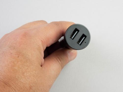 USBポートを2つ搭載している。1つはEcho Autoへの給電に使用する。もう1つはスマホの充電などに使える