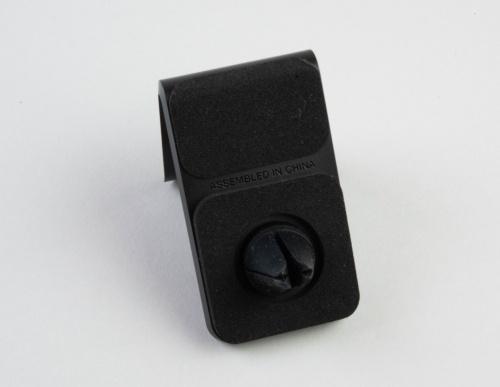 エアコンの吹き出し口に取りつけるクリップは角度を調整できる