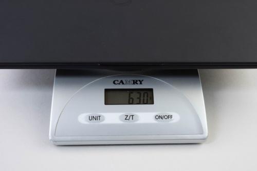 キッチンスケールによる測定であり参考値だが、本体重量を測定したところ630gだった