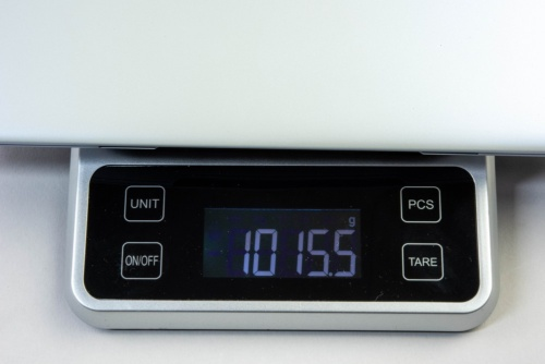 重量はキッチンスケールの計測でも約1kgだった