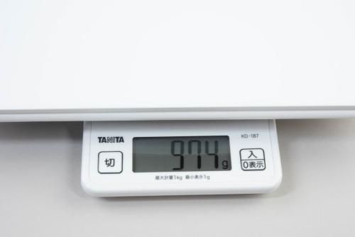 キッチンスケールによる測定で本体重量は974g。カタログ値よりやや上回っていた