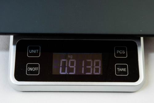 キッチンスケールによる計測では910g台だった