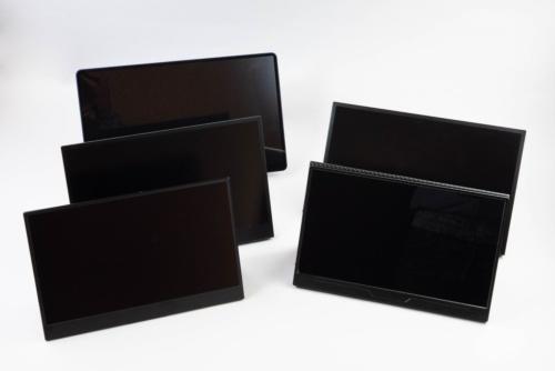 向かって左手前から奥にcocoparの古いモデル、中国Lenovo(レノボ)の「ThinkVision M14」(3万3800円)、中国Kiperlineの「KIPERLINE SKYLINE GEN-9」(1万9980円)。右手前からcocoparの「YC-133R」(1万9999円)、MISEDIの「M140H01」(2万3900円)。価格はAmazon.co.jpの場合でいずれも税込み
