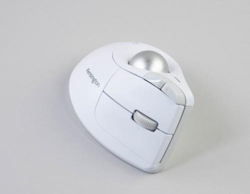 Pro Fit Ergo Vertical ワイヤレストラックボール ホワイトは追加発売された新色。Amazon.co.jpでの価格は8440円(税込み)である