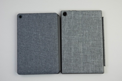 右がASUS Chromebook Detachable CM3、左はIdeaPad Duet Chromebook。面積も若干違うが、カバーは色まで近い