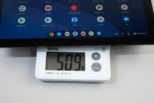 本体はキッチンスケールでの測定で509g。タブレットとして妥当な重量だろう