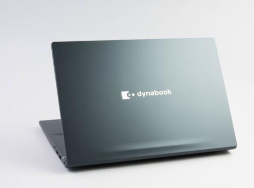 dynabook M7の背面。クセのないデザインだと言える