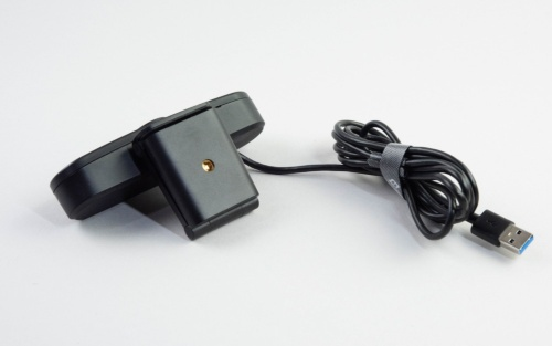 eMeet C960は三脚に固定できる