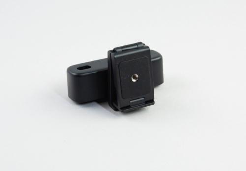 Anker PowerConf C300は三脚に固定可能だ