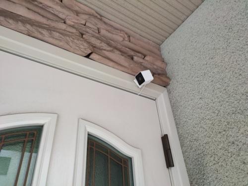 ATOM Cam 2を玄関に設置したところ