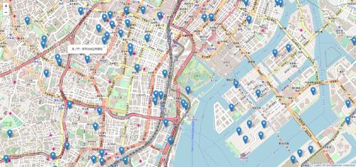 開発データ集(ディスク商品)に収録の全プロジェクトリスト(Excelファイル)には位置情報(緯度・経度)も入れている。これを用い、オープンストリートマップ(オープンデータの地図)などの上にエリアの状況をビジュアル化できる。図は虎ノ門・浜松町エリアを中心に表示した場合(資料:日経アーキテクチュア) (c) OpenStreetMap contributors