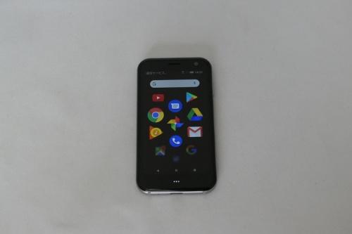 3.3インチのディスプレーを搭載したPalm Phone。解像度はHD(1280×720ドット)
