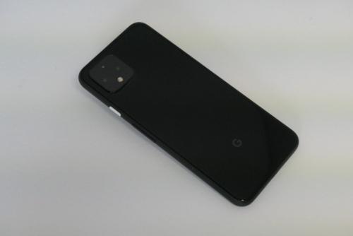 Just Blackのボディーはほぼ黒で統一。右サイドの電源ボタンだけが白い