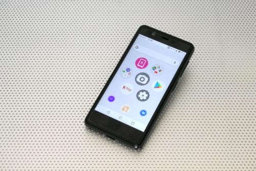 楽天モバイルのスマートフォン「Rakuten Mini」