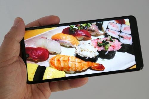 ディスプレーの画質は上々で、ユーザーが好みの画質に調整できる機能も用意されている