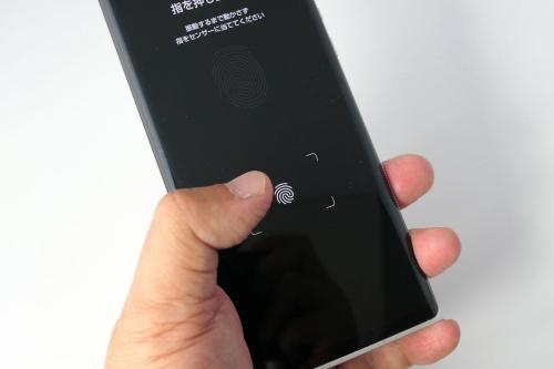 ディスプレー内指紋センサーは、登録もロック解除もスピーディー