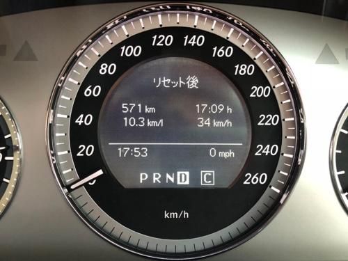 車載コンピュータの走行時間表示が10日で17時間を超えている。この移動時間を耳からの読書に充てることができれば、読書量は大いに増える