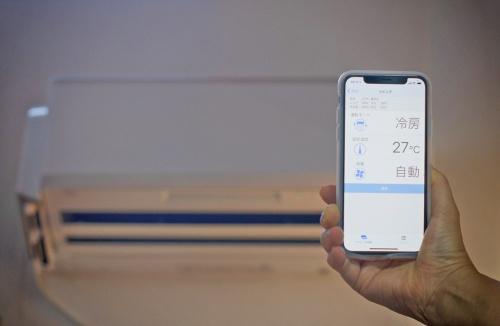 スマートフォンやスマートスピーカー経由での操作に対応するエアコンが増えている。iPhoneの画面はエアコンを操作する専用アプリ(筆者撮影、以下同じ)