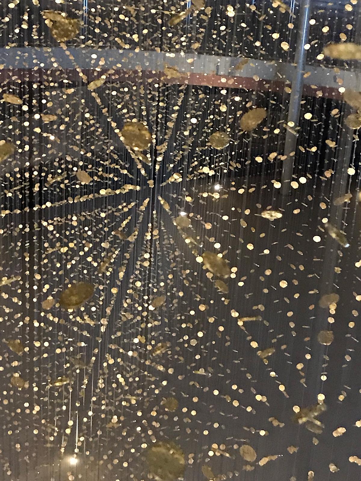 この角度からは六角形の雪の結晶のように見える(写真:日経アーキテクチュア)