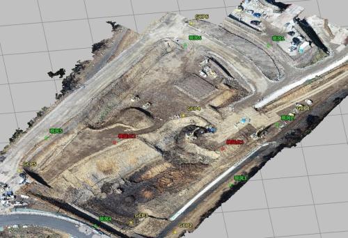 大林組が、新東名高速道路の建設現場を使ってドローンで写真測量した結果の3次元データ。実証実験は、同社が自主的に実施した。GNSSを使った14カ所の測量結果と比較し、GCPを使わなくても測量精度を満たすことを確かめた(資料:大林組)