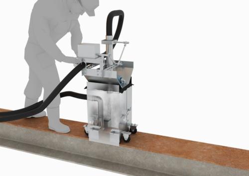 「フランジブラスター」のイメージ。桁フランジの上を手押しで走行させながら、ケレン作業と清掃を同時に行う。ケレンによって出るくずやブラスト材の飛散を防ぐために、装置を金属製の箱で囲っている(資料:大林組)