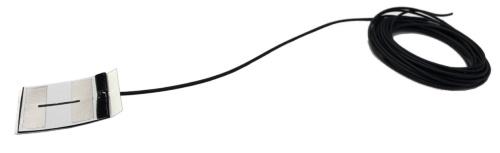 約3cm四方に小型化した超薄型シート状センサー。厚さは約0.6mmだ。現場打ち擁壁の底版と杭(くい)の接合部、太径鉄筋への巻き付けなど、コンクリート構造物全般への適用を想定している(写真:戸田建設)