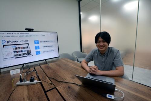 フォトラクションの中島貴春代表取締役CEO。大手建設会社での経験を経て起業した(写真:日経クロステック)